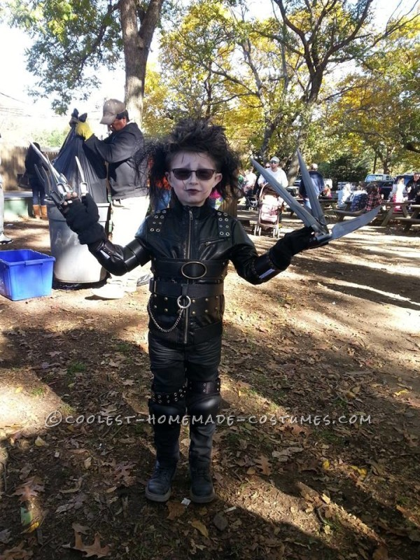 Cool Mom/Son Couple Costume: Edward Scissorhands and Peg Boggs - 1
