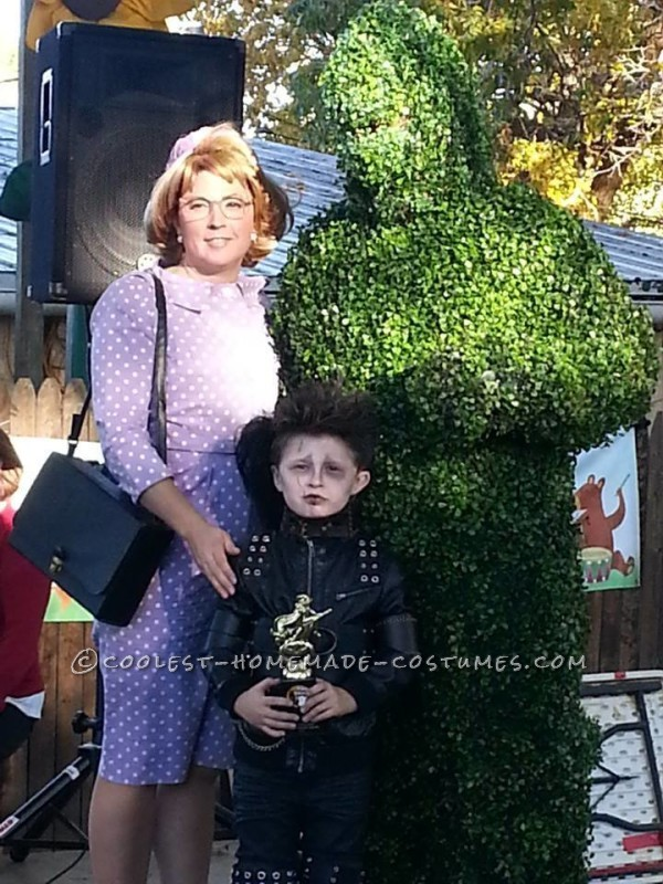 Cool Mom/Son Couple Costume: Edward Scissorhands and Peg Boggs