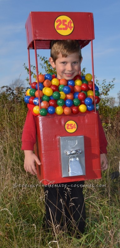 Cool Duo Costume:  A Gumball Machine and a Quarter - 5