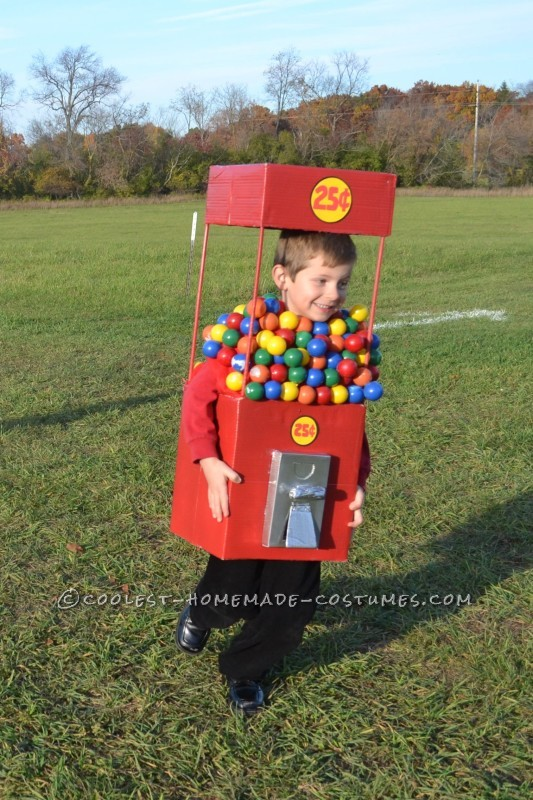 Cool Duo Costume:  A Gumball Machine and a Quarter - 6
