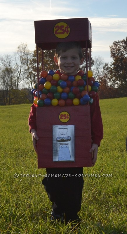 Cool Duo Costume:  A Gumball Machine and a Quarter - 7