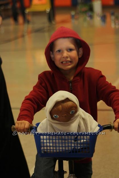 Easy and Cheap: Elliot and E.T. DIY Costume for a Boy