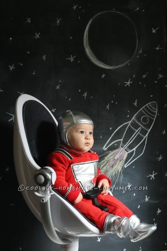 Baby Mork Costume in his Egg Spaceship... Nanu Nanu