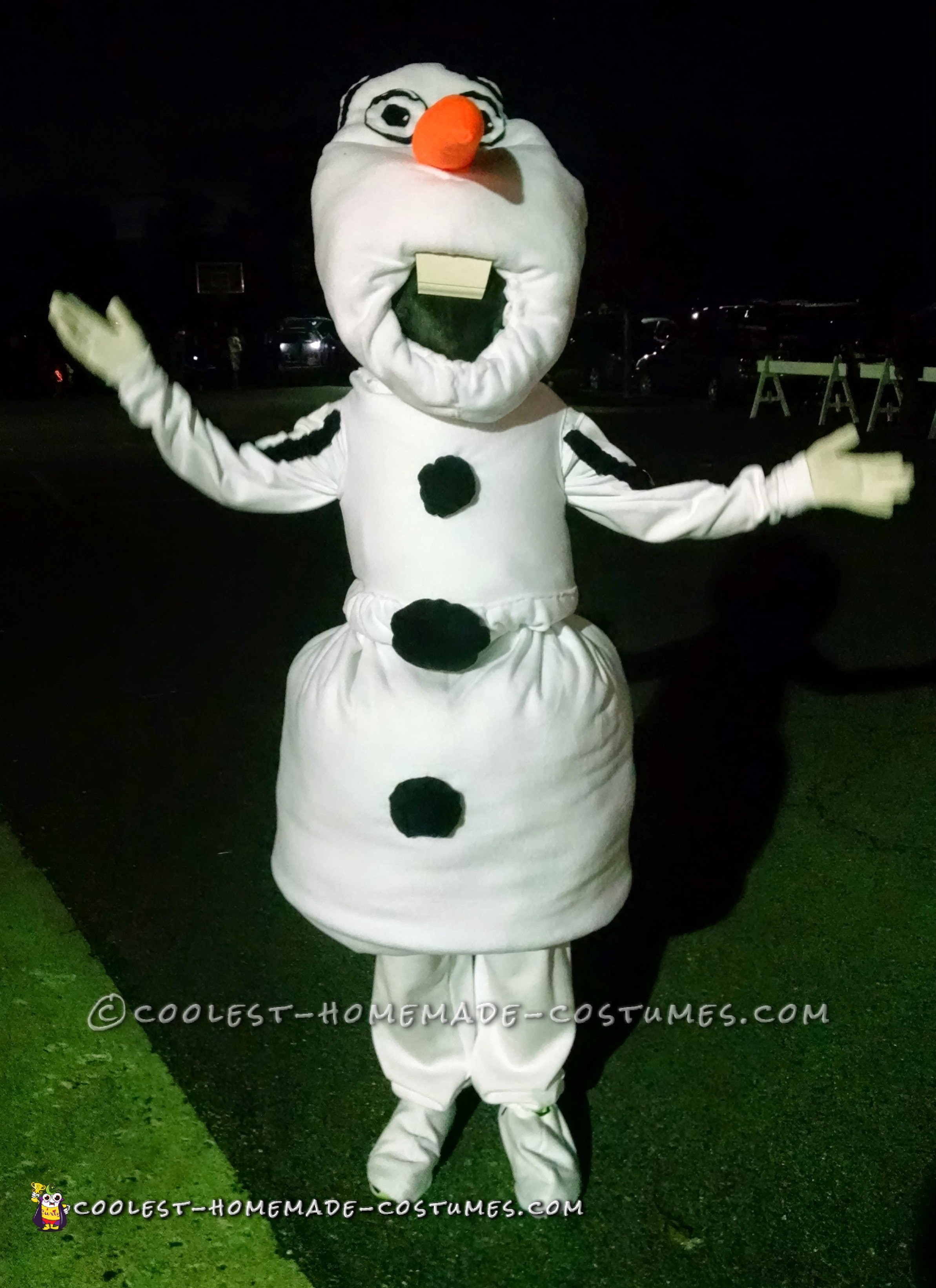 Child's Olaf Costume That Gives Warm Hugs