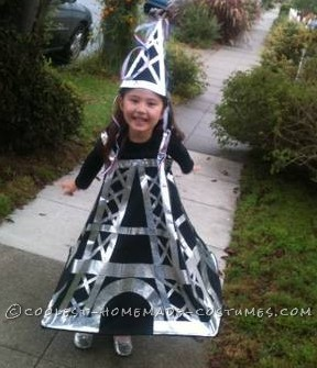 Lulu as the Eiffel tower