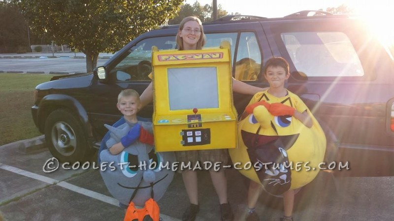 Playable Pacman Arcade Game Costume - 1