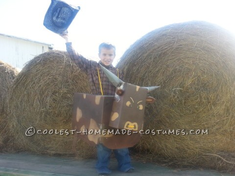 Cool Halloween Costume: Rodeo Cowboy Rides a Bucking Bull