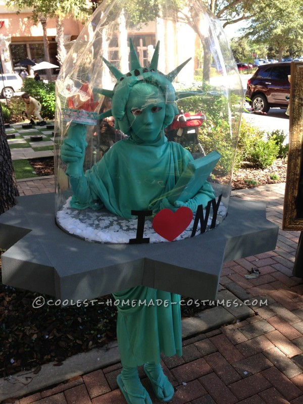 Cool NY Costume Idea: Statue of Liberty Snow Globe