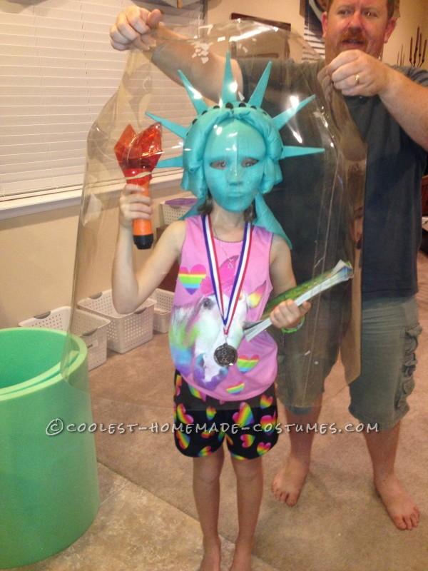 cool ny costume idea statue of liberty snow globe