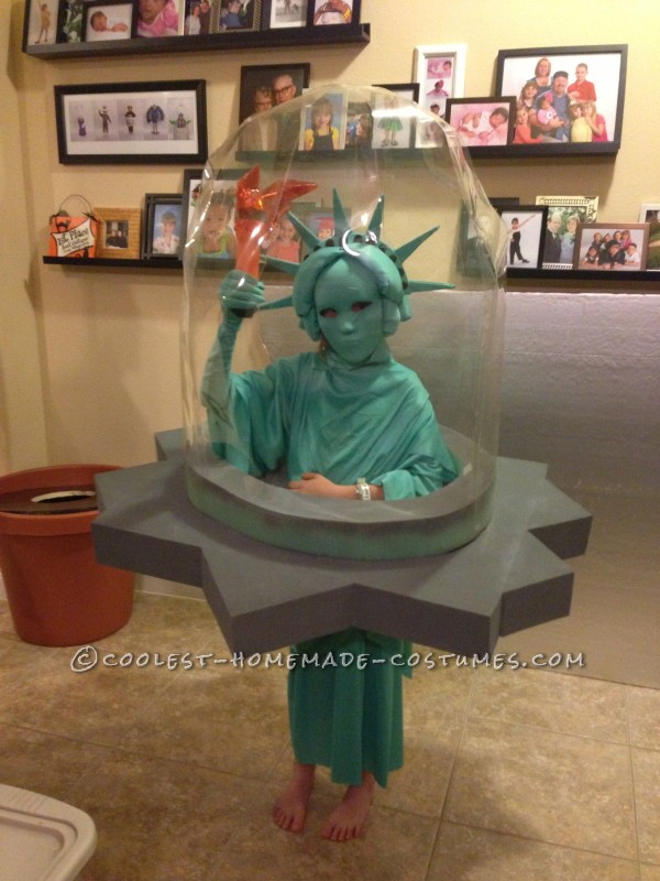 Cool NY Costume Idea: Statue of Liberty Snow Globe - 9