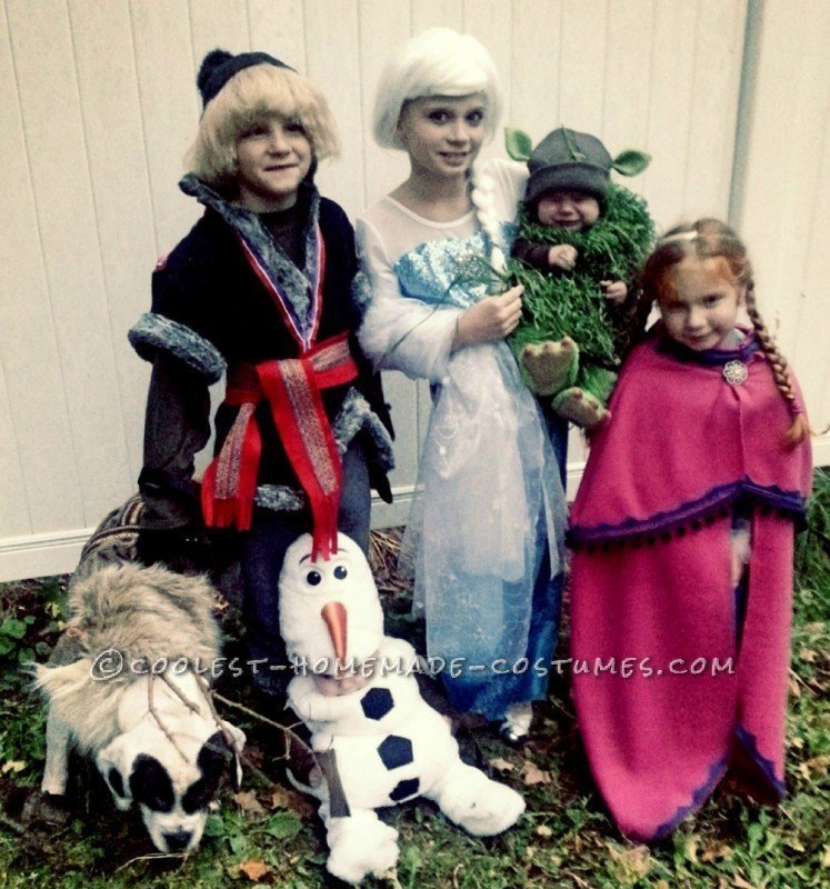 Family Frozen Costumes with Grand Kids and Grand Dog