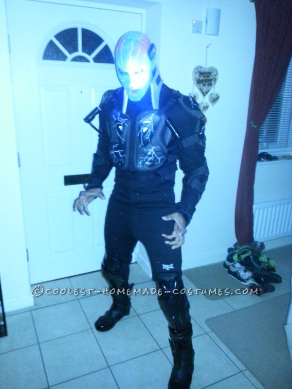Awesome Electro Costume Ready to Defeat Spiderman!