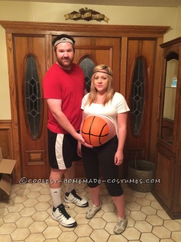Pregnant Couple Costume: Basketball Player and Ball