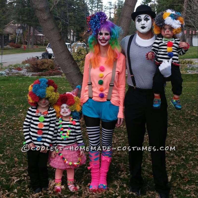 Funny Family Of 3 Halloween Costumes.Homemade Clown And Mime Family Costumes