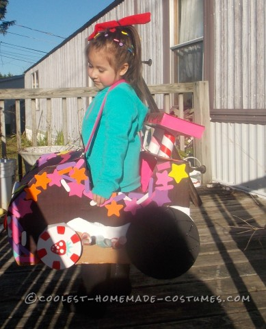 Cutest Little Girl's DIY Halloween Costume: Vanellope Von Schweetz