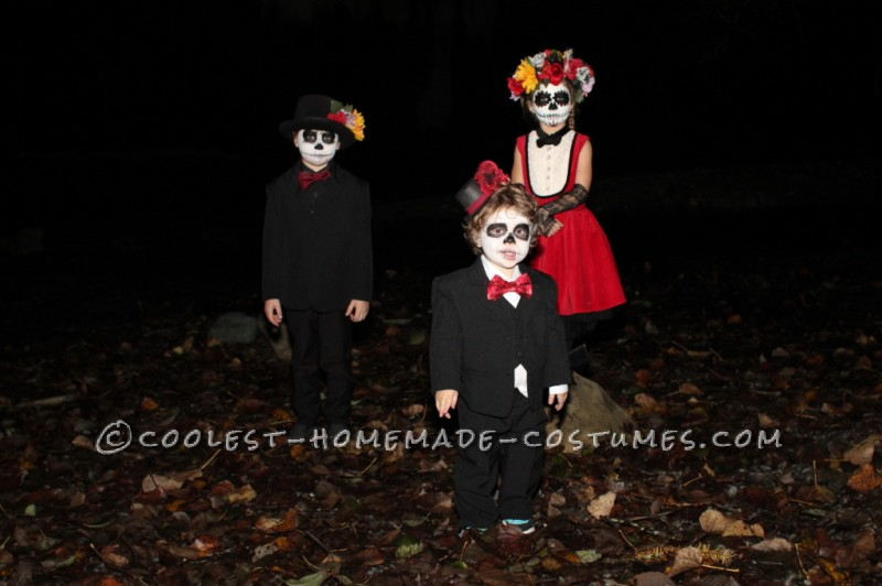 Coolest Homemade Dia de los Muertos Family Costume - 3