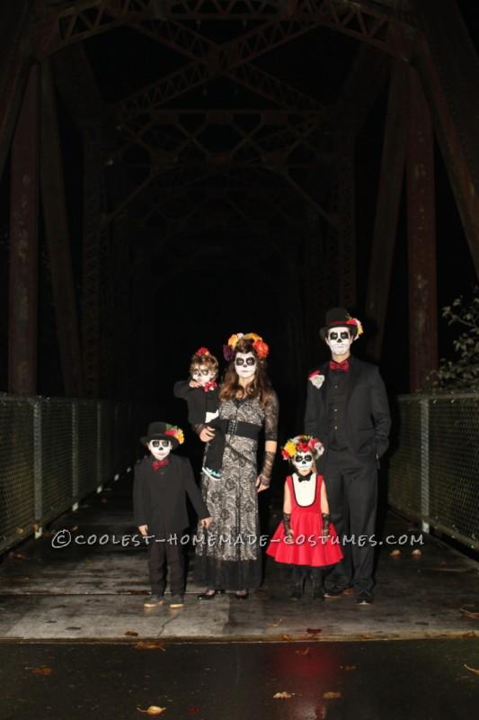 Coolest Homemade Dia de los Muertos Family Costume - 6