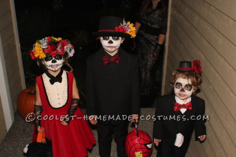Coolest Homemade Dia de los Muertos Family Costume - 8