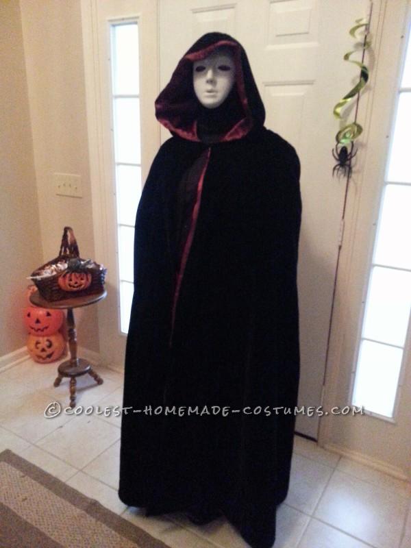 Easy Creepy Phantom Specter Costume - 1