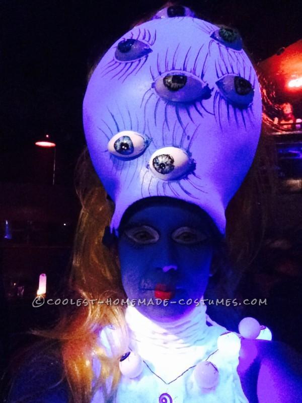Head Glow In The Dark under black light