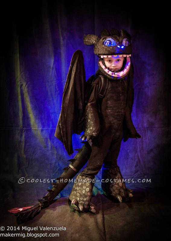 Toothless with mask open.