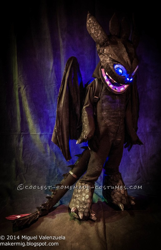 Toothless with mask closed.
