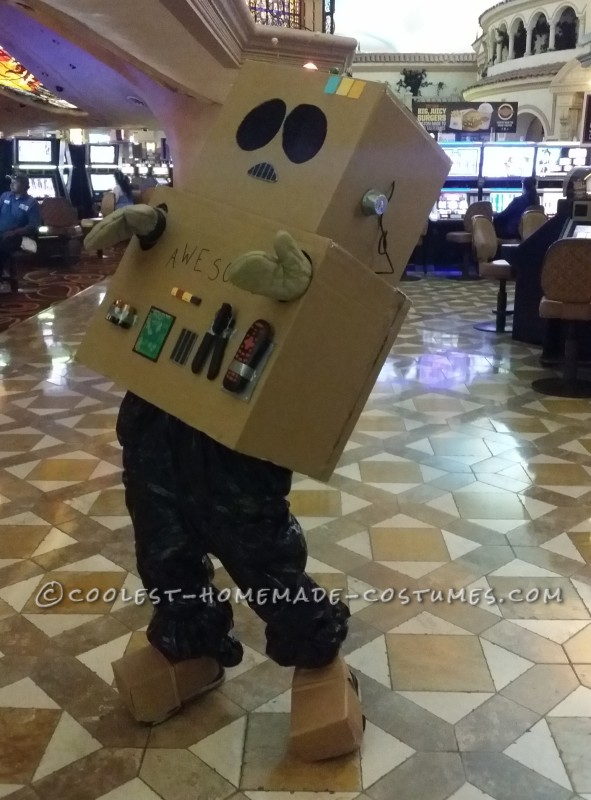 I took my costume for a spin at the local Sunset Station casino and got some HILARIOUS reactions!