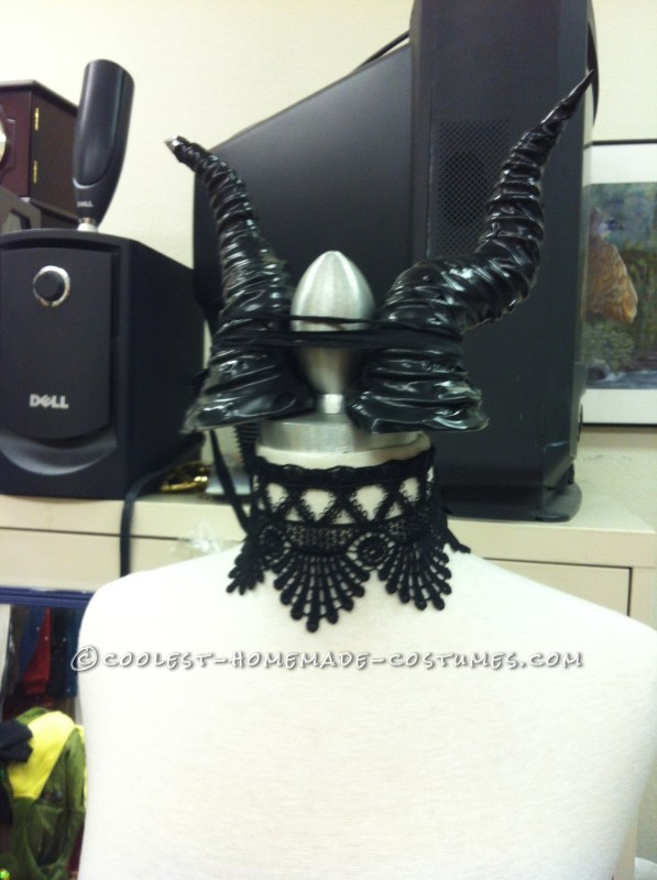 horns with lace choker