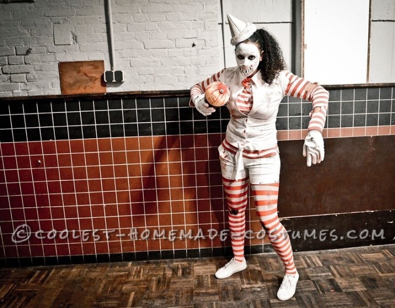 Creepy Zombie Ice Cream Man Costume for a Woman - 2