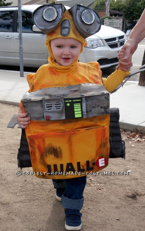 DIY Wall-E and E.V.E. Costumes for the Happiest Kids Ever! - 2