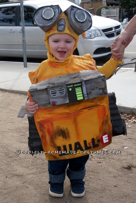 DIY Wall-E and E.V.E. Costumes for the Happiest Kids Ever! - 3