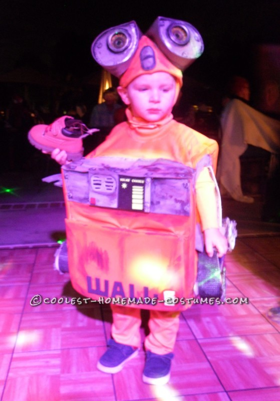 DIY Wall-E and E.V.E. Costumes for the Happiest Kids Ever! - 4