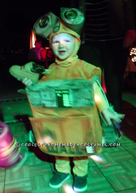 DIY Wall-E and E.V.E. Costumes for the Happiest Kids Ever! - 5