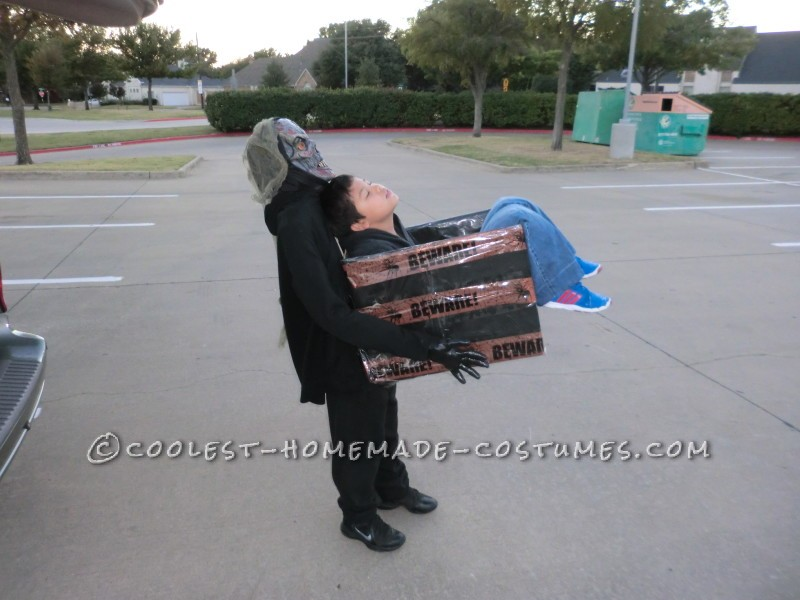 Zombie's Lunch In-A-Box Halloween Illusion Costume