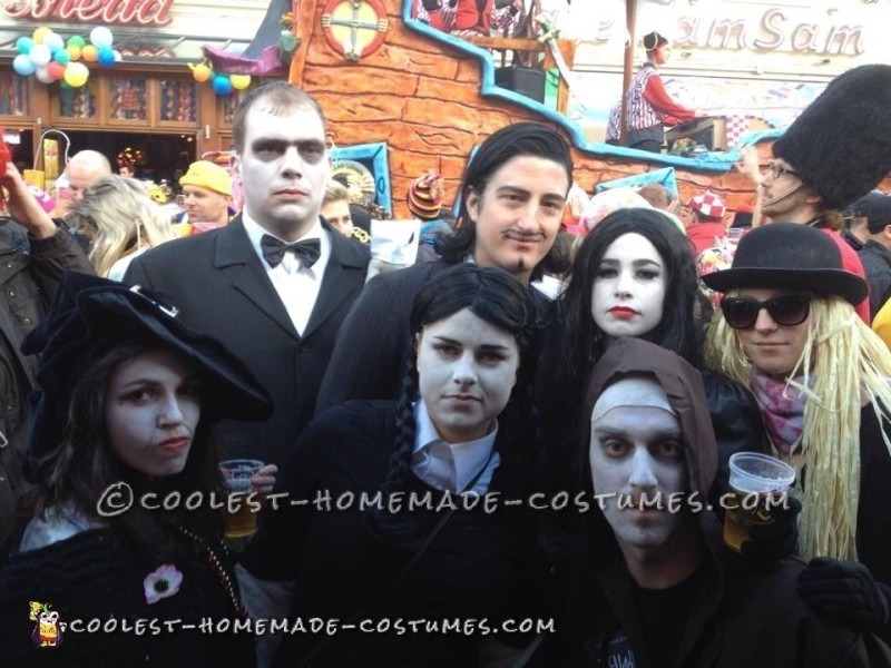 Cool Homemade Addams Family Group Costume - 1