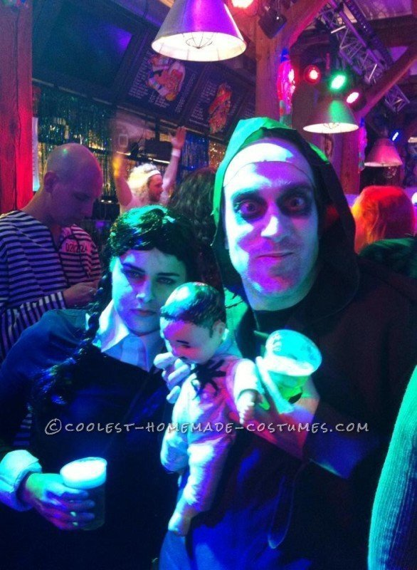 Cool Homemade Addams Family Group Costume - 2