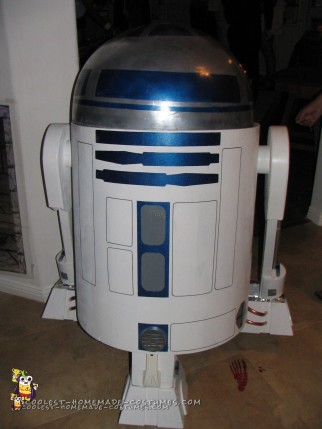 Amazing Drivable Homemade R2D2 Costume!