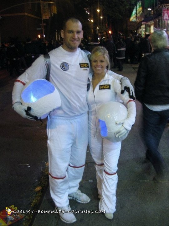 Astronaut Costumes for a Couple - 5