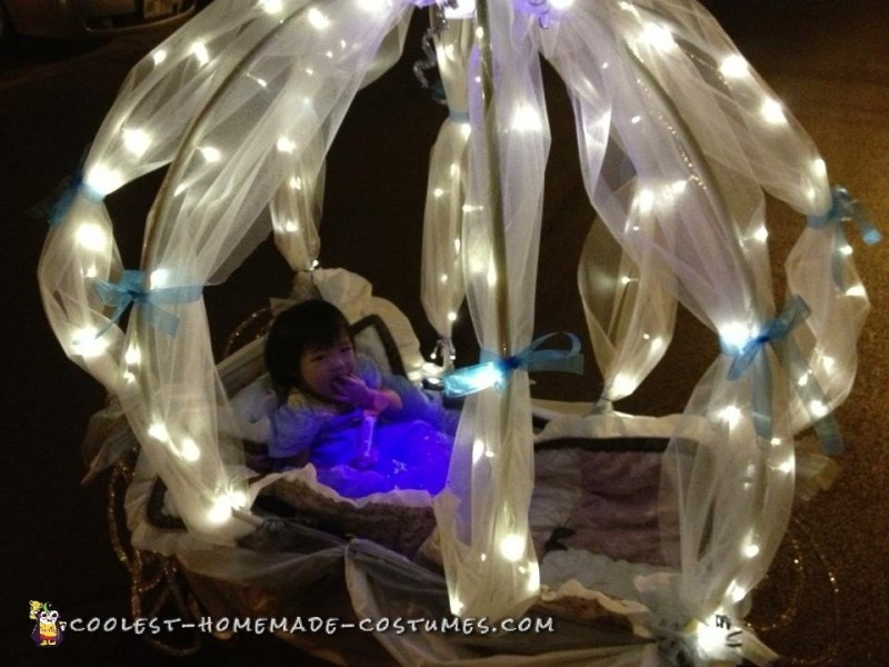 Cute Stroller Costume: Baby Cinderella in Carriage