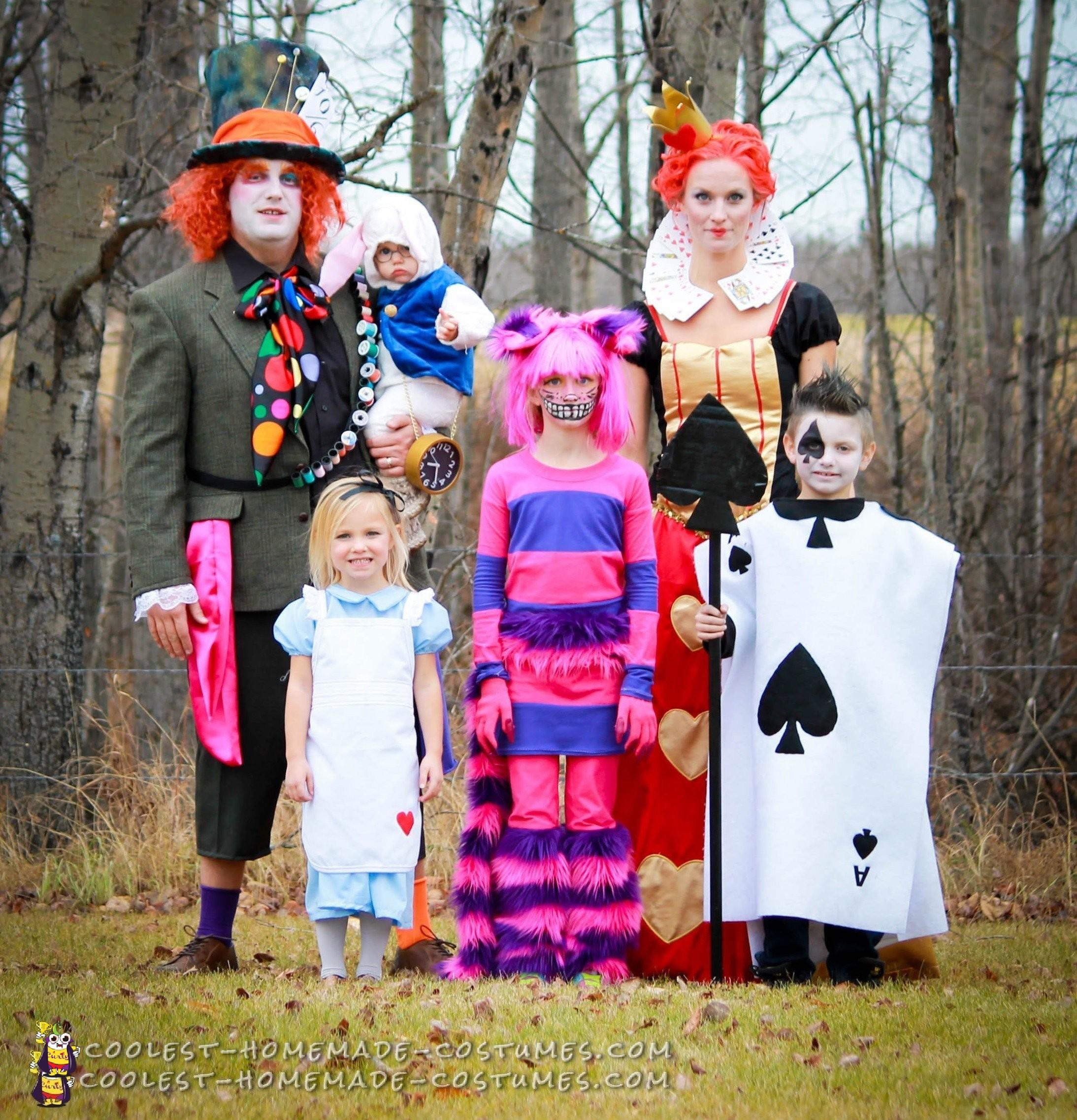 Alice In Wonderland Halloween Costume Family.Alice In Wonderland Family Costumes