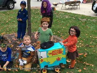 Awesome Mystery Machine with Velma and Shaggy