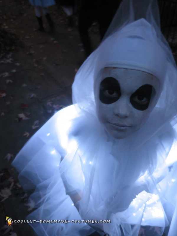 Glowing Ghost Costume for a Child - 1