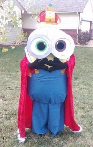 Amazing DIY King Bob Minion Costume