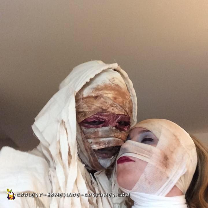 Mummy Madness Couple Costume - 2