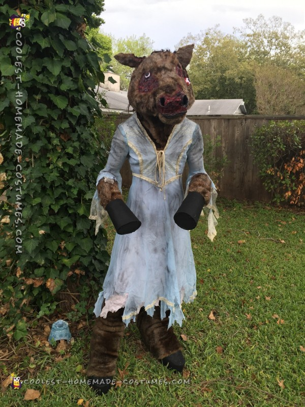Urban Legend Comes to Life: Creepy Donkey Lady Costume