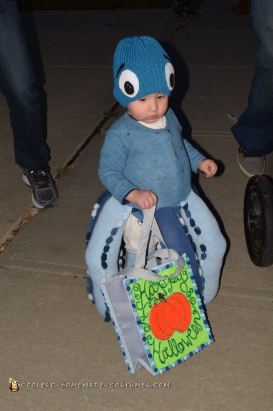Octopus goes trick-or-treating! 🎃