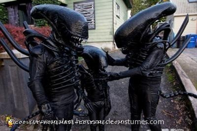 Coolest Alien Family Costume 14