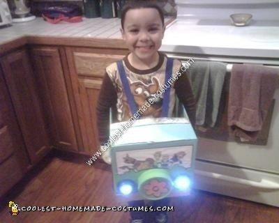 Homemade Mystery Machine Kids Halloween Costume Idea
