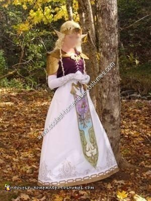 Homemade Princess Zelda Halloween Costume Idea