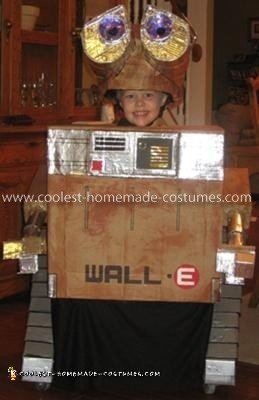 Coolest Homemade Wall-E Costume Idea
